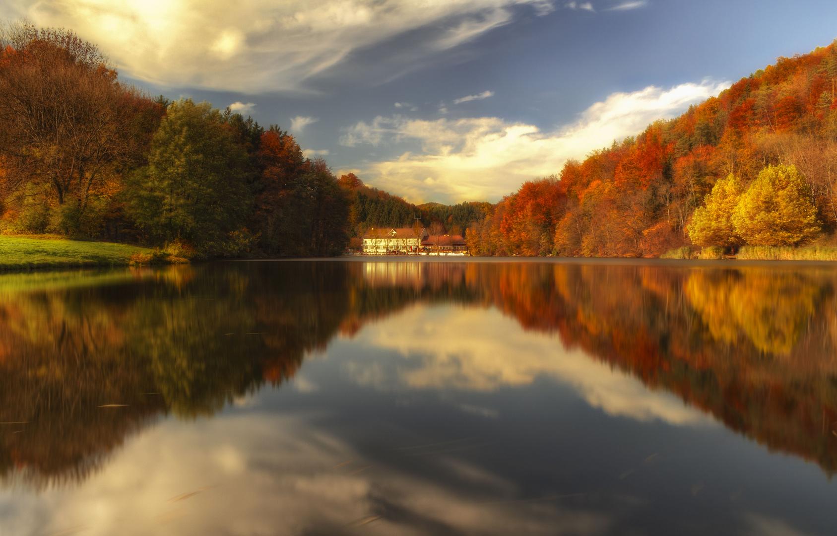 Der Thalersee zeigt sich hier von seiner schönsten Seite