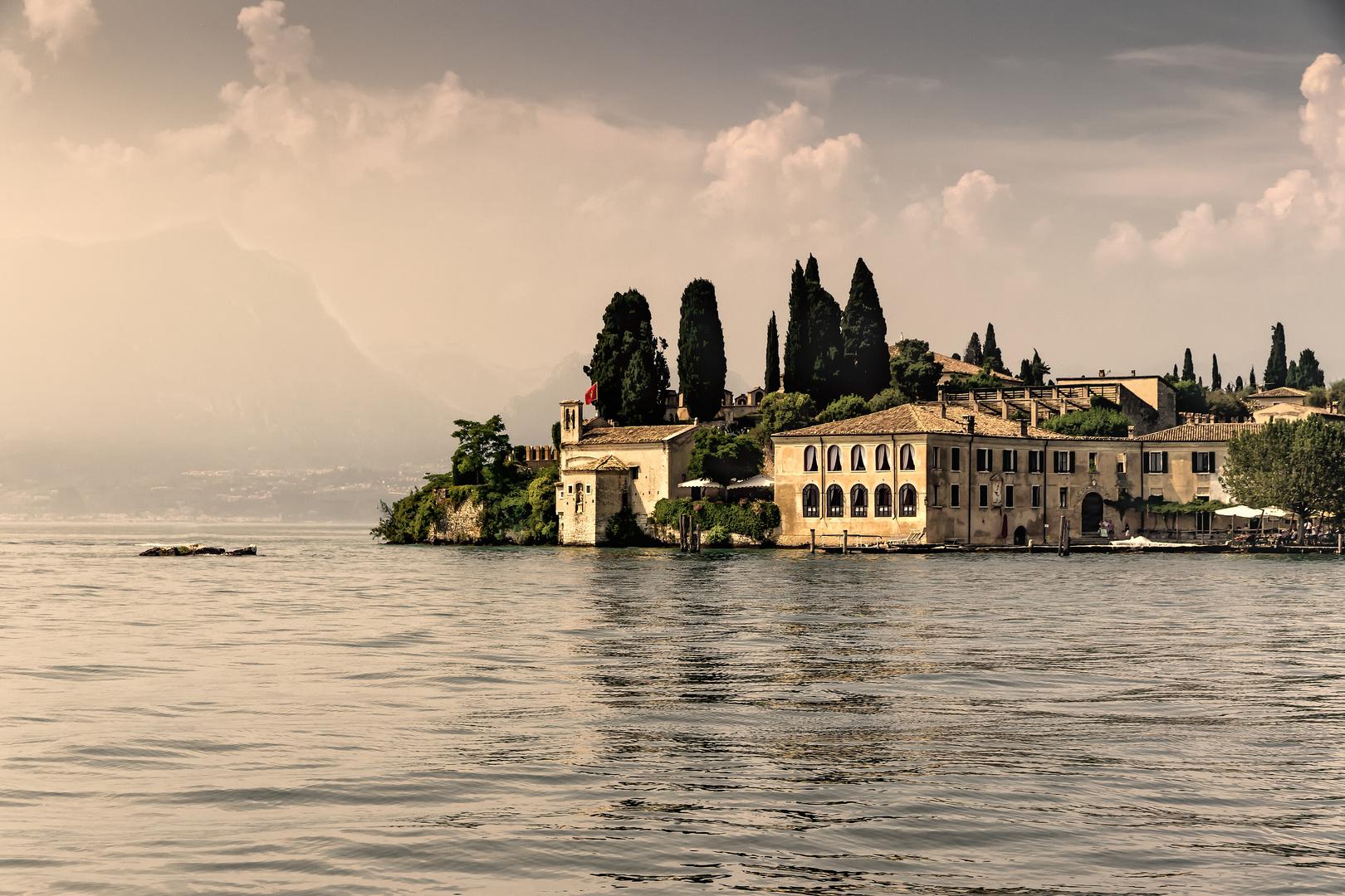 Der traumhaften Weiler Punta San Vigilio am Gardasee