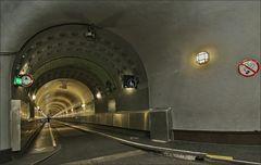 * DER Tunnel *
