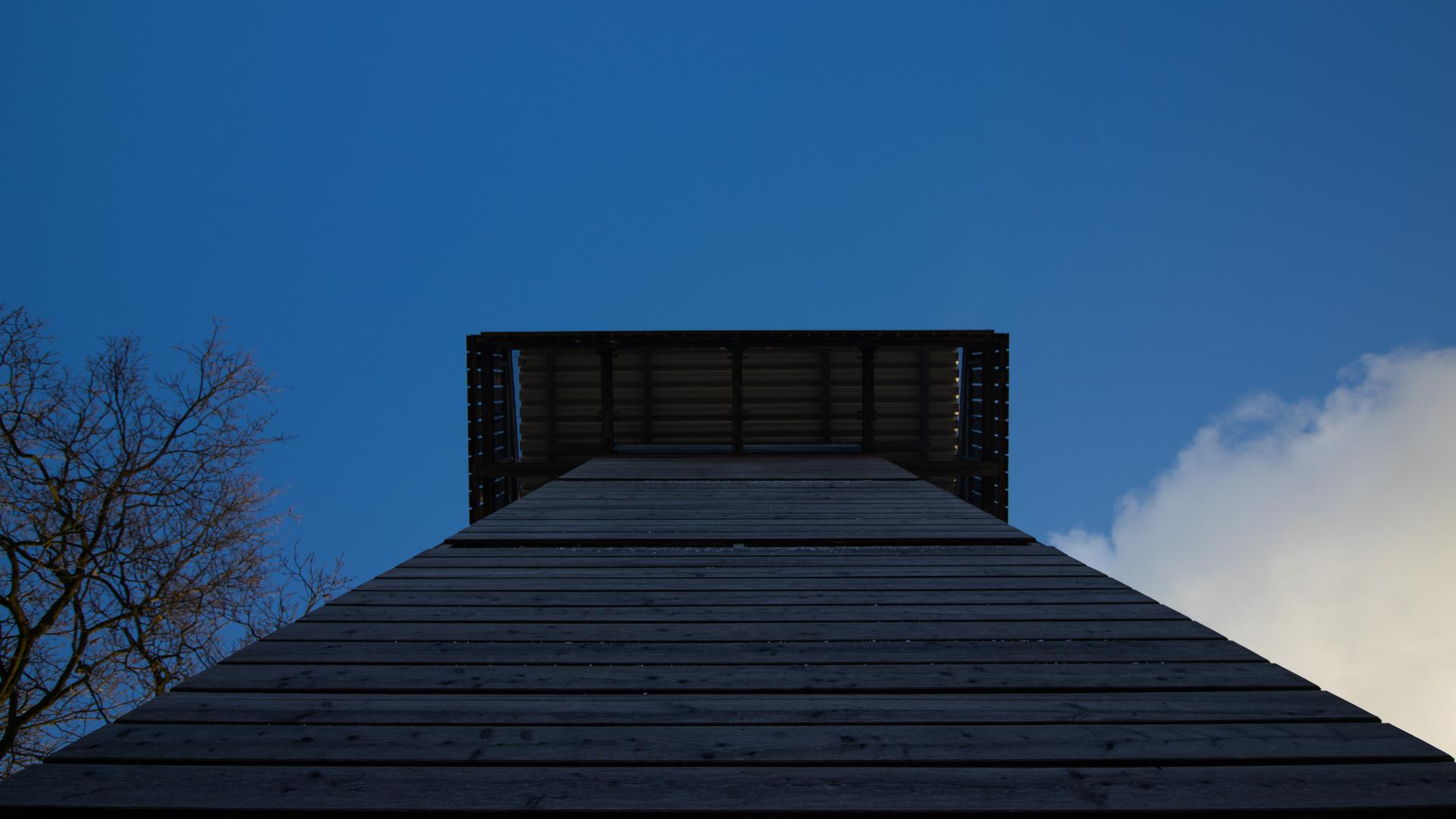Der Turm- Zwischen Himmel und Erde