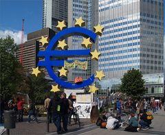 Der ver(un)zierte Euro vor der EZB
