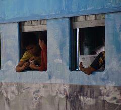 der vorortezug, yangon, burma 2011