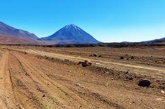 Der Vulkan Licancabur liegt vor uns