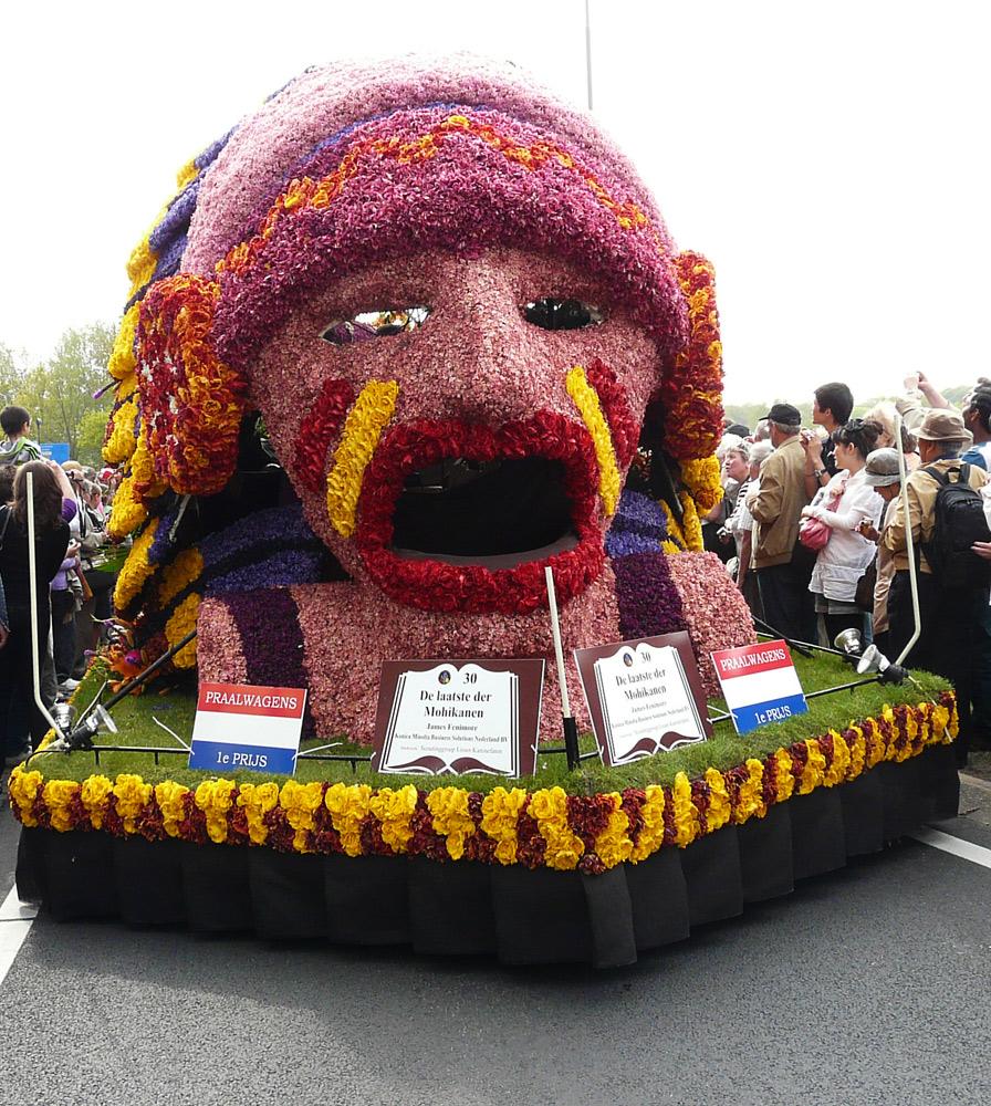 Der Wagen mit dem 1. Preis beim Blumencorso in Keukenhof