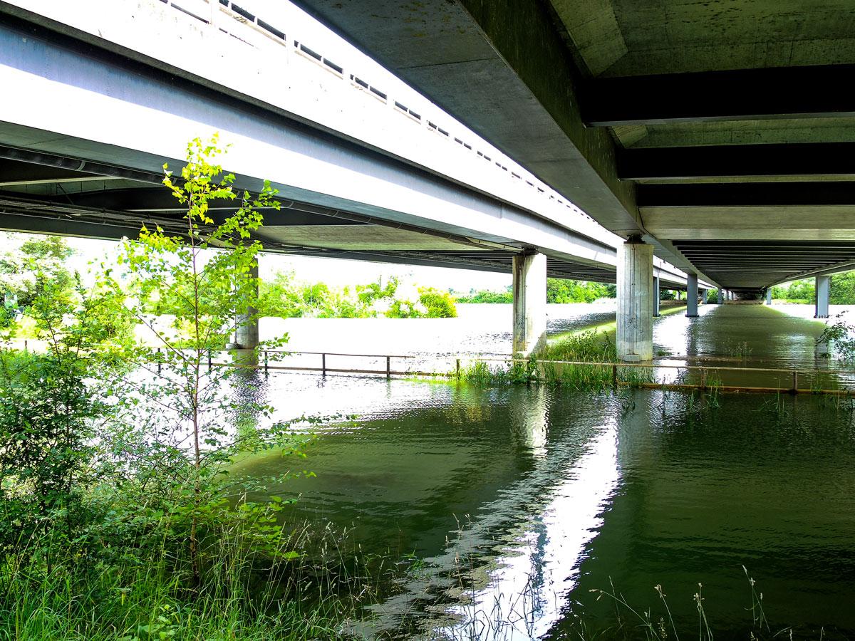 Der Wanderweg ist überflutet