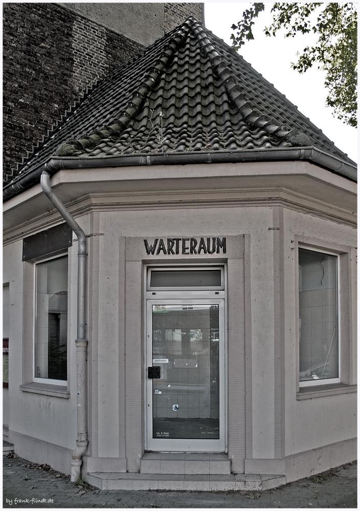 Der Warteraum in Westerholt nach....