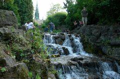 der Wasserfall '  am Kreuzberg' ( VI.)