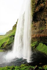 Der Wasserfall Seljalandsfoss II