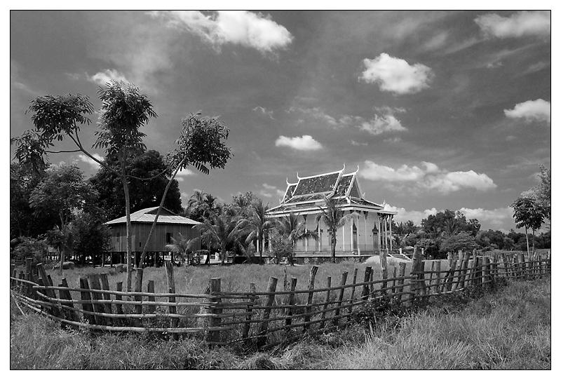 Der Wat in Lumphat (B/W) - Ratanakiri, Kambodscha