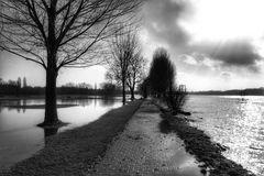 Der Weg (27)......dieser führt ins Hochwasser!