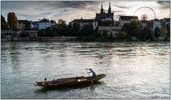 Der Weidling-Fahrer auf dem Rhein in Basel