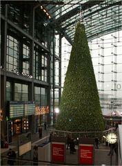 Der Weihnachtsbaum im Hauptbahnhof