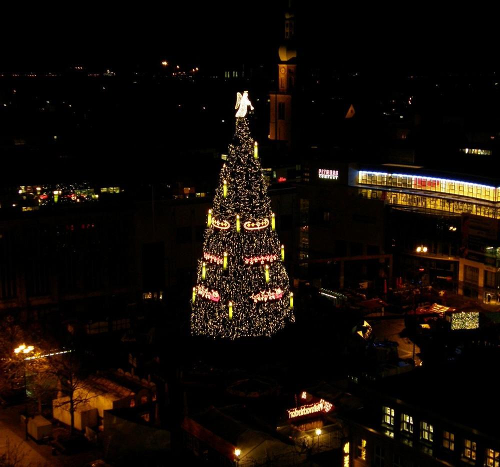 der weihnachtsbaum mit dem engel in dortmund foto bild gratulation und feiertage. Black Bedroom Furniture Sets. Home Design Ideas