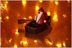 Der Weihnachtsmann kommt mit dem Boot...