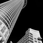 Der Westend Tower (208 Meter) der DZ Bank, er wird auch Kronenhochhaus genannt.