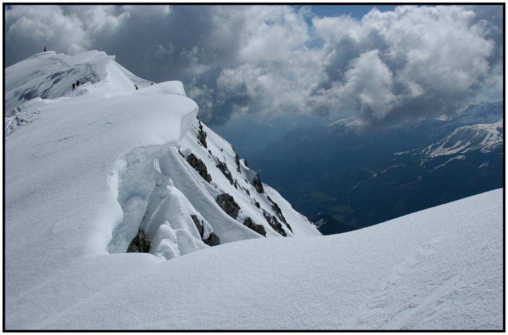der Winter hat sich in die hohen Berge zurückgezogen