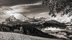 Der Wolkenverhangene Berg