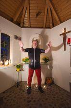 Des Pfarrers neue Dienstkleidung