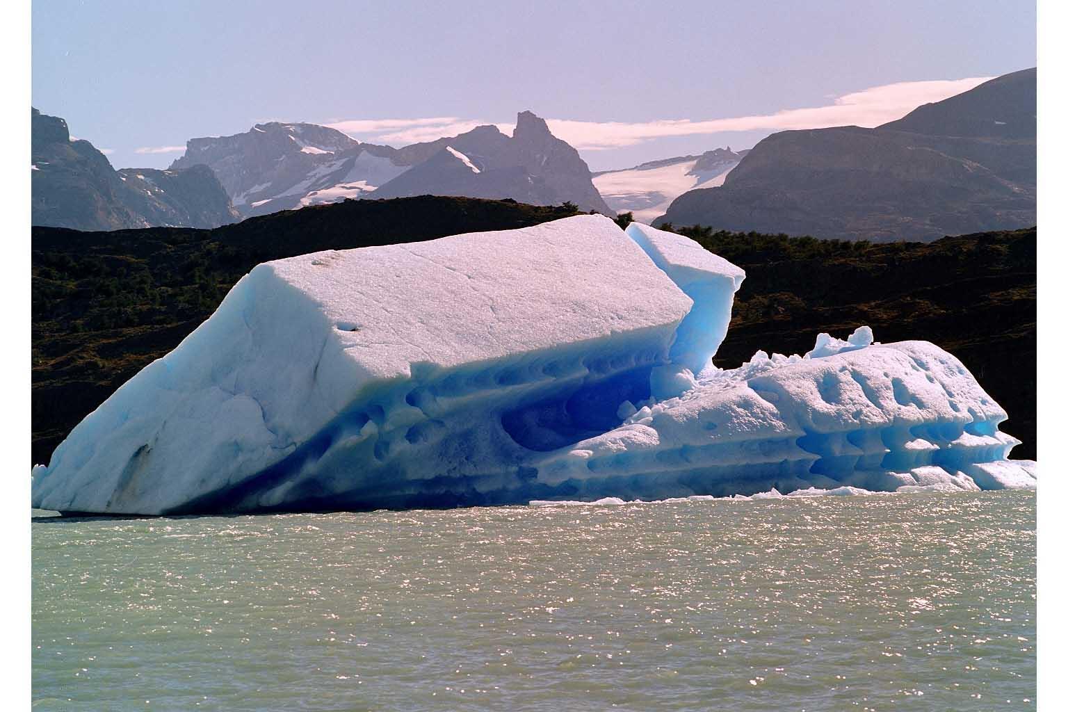Desprendimiento del glaciar Upsala en el Canal de los Témpanos - Santa Cruz - Argentina