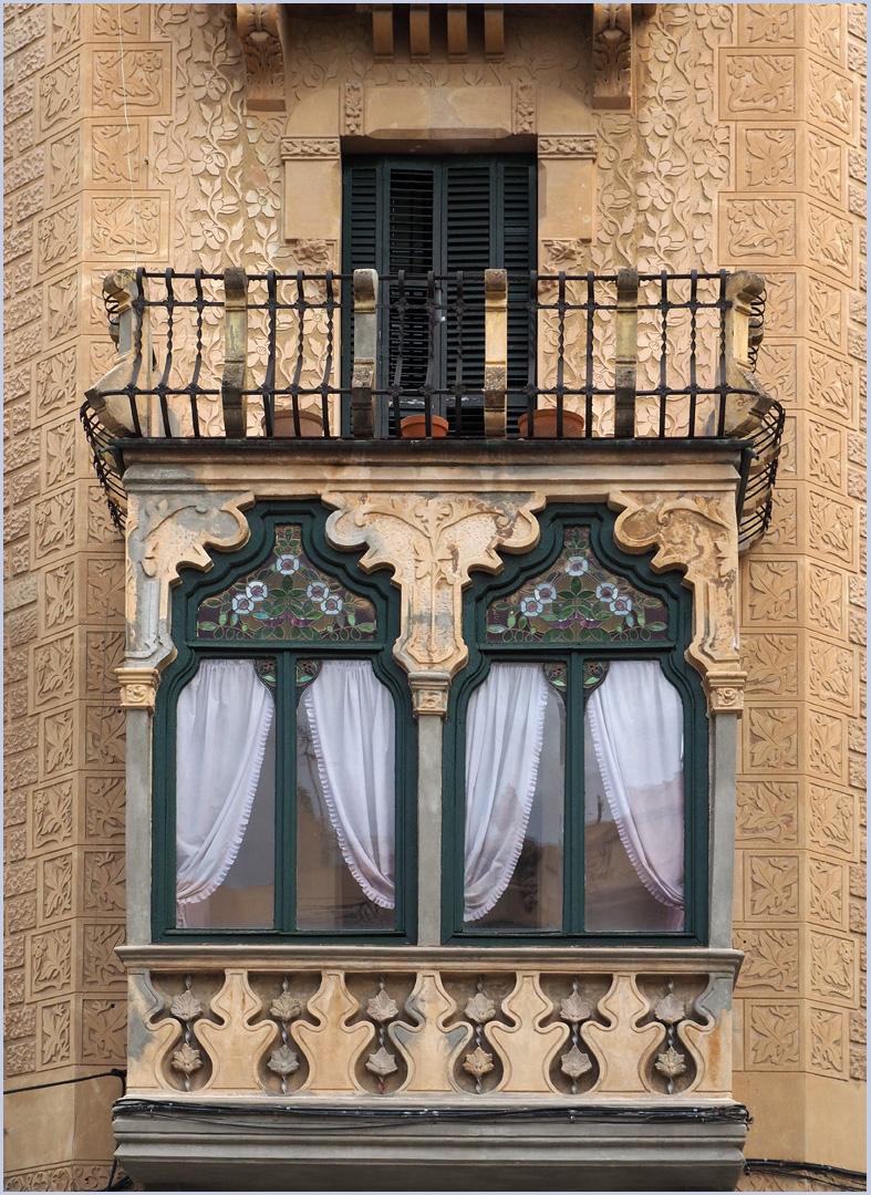 Detail de la Casa Matheus de  l'architecte Pau Monguió  --  Tortosa