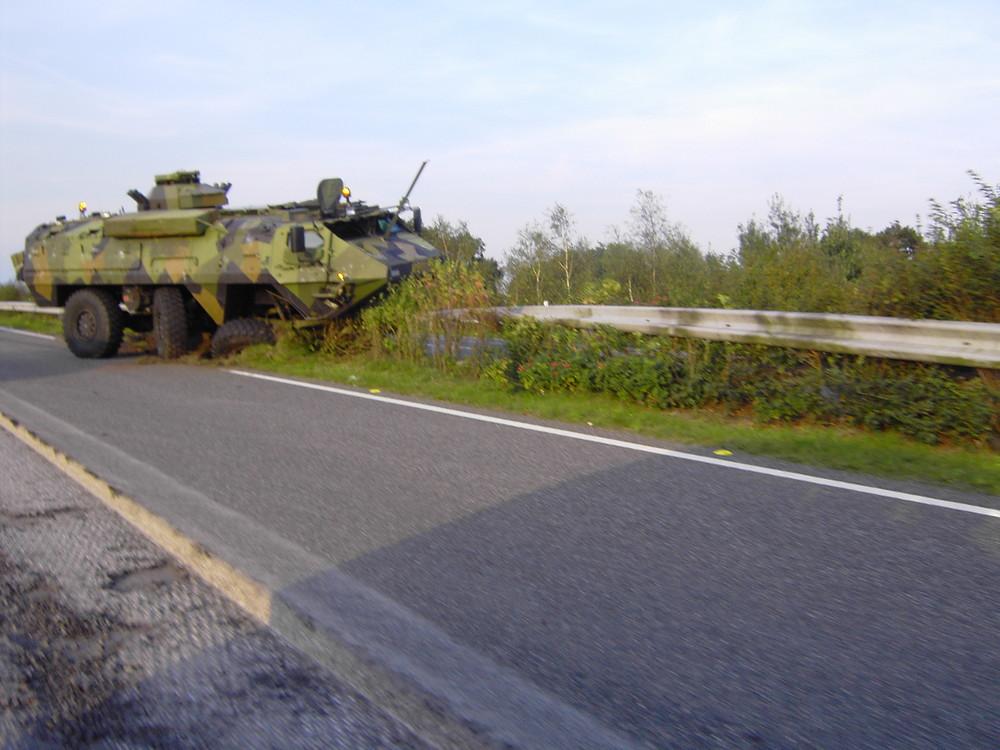 Deutsche Soldaten werden immer dümmer / Panzer auf der A30