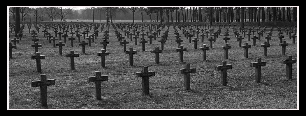 Deutscher Ehrenfriedhof in.....II...