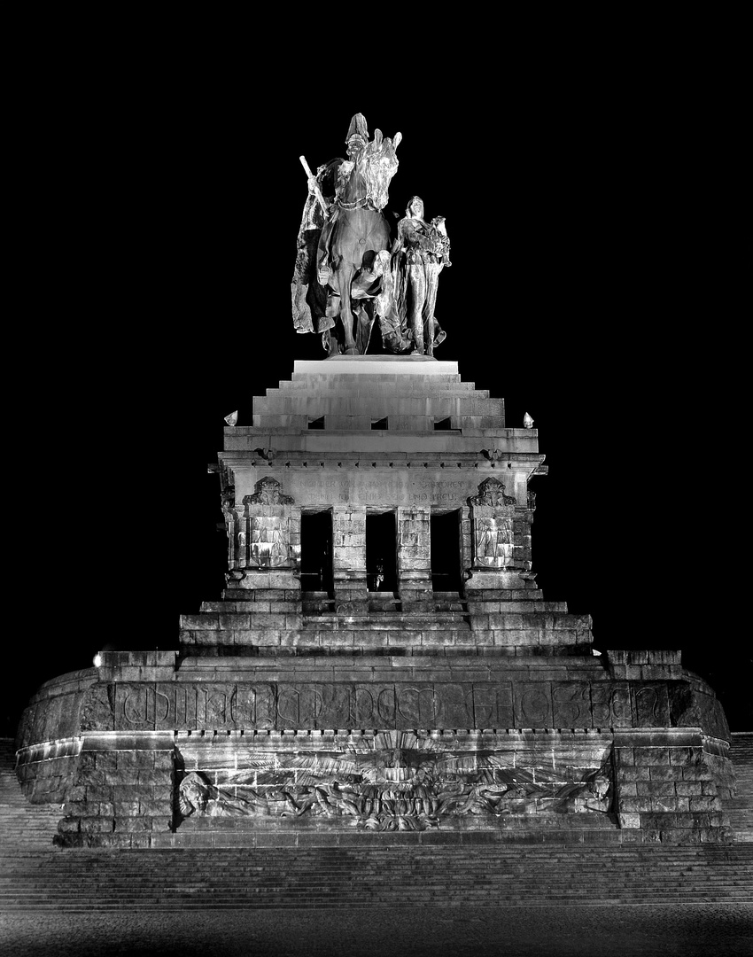 deutsches Eck bei Nacht