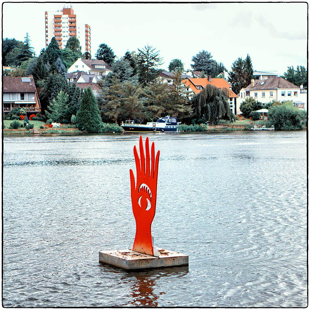 Deutschland im Quadrat . Die rote Hand