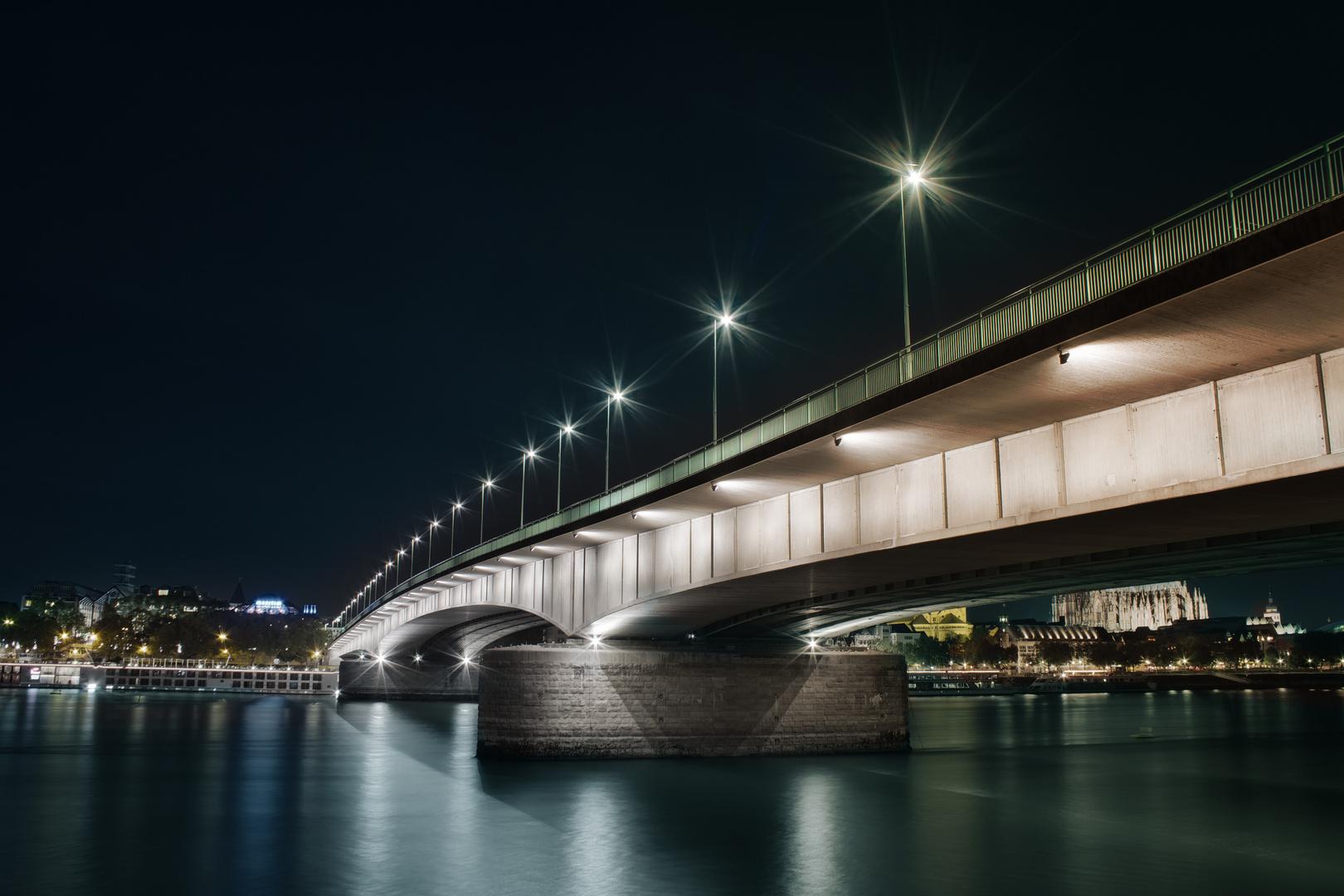 Deutzer Brücke bei Nacht