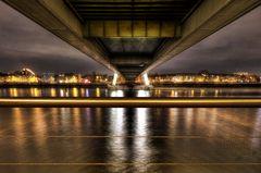 Deutzer Brücke Köln von unten
