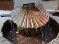 .. Deux robinets : un d' Eau chaude et un d'eau froide à Monetier les Bains (05)..