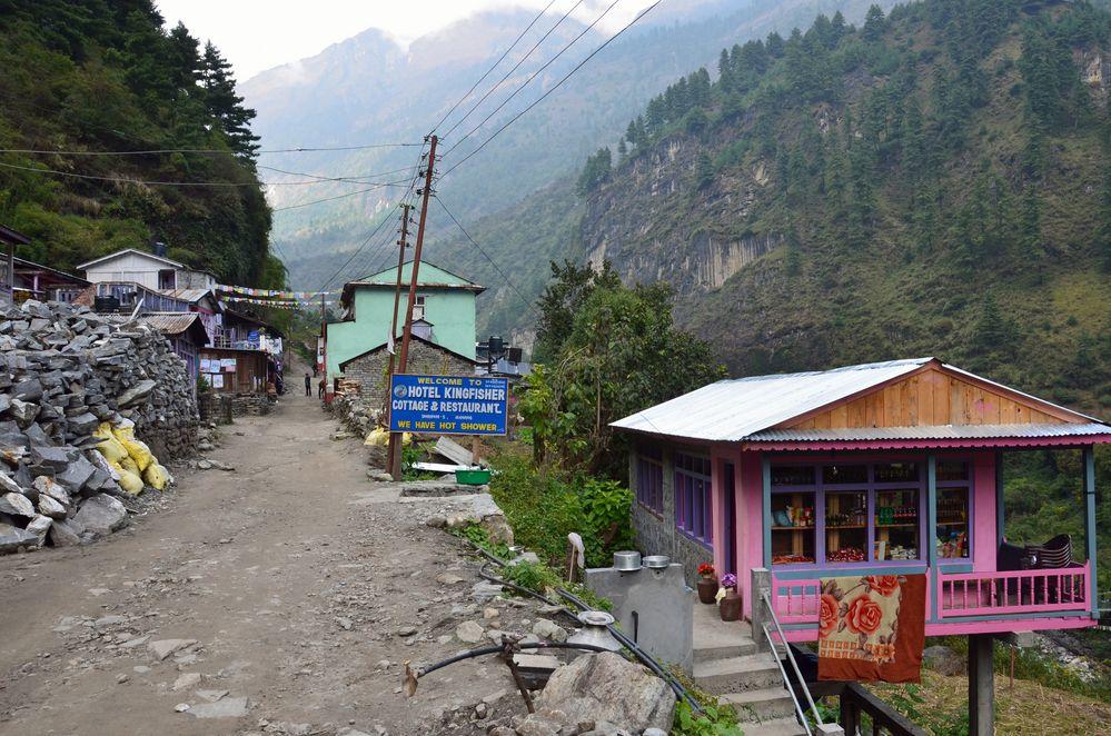 Dharapani liegt auf nur noch 1900 m Höhe