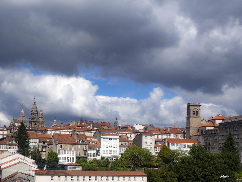 Dia primaveral conmuchas nubes y fresco.