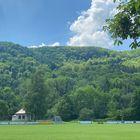 Dicht bewaldete Hügellandschaften