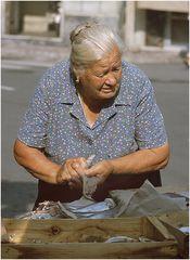 Die alte Fischverkäuferin