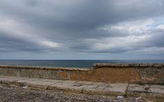 Die alte Mauer und das Meer