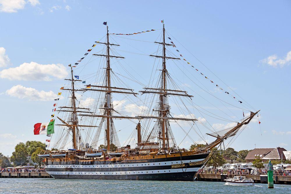 "Die ""Amerigo Vespucci"" in Warnemünde zur Hanse Sail"