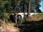 Die Arkaden-Brücke ..
