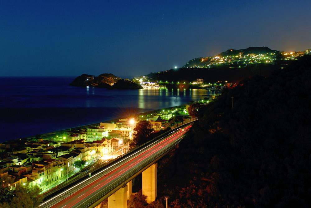 Die Autostrada zwischen Letojanni und Taormina