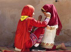 Die beiden Omanigirls
