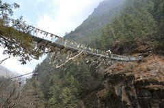 Die berühmte Hillary-Brücke vor dem steilen Aufstieg nach Namche Bazar