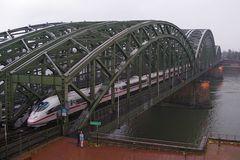 Die berühmte Kölner Brücke ...