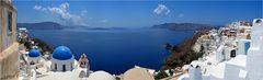Die blauen Kuppeln von Santorin