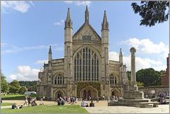 Die blumengeschmückte Winchester Cathedral...
