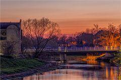 Die Bodebrücke in Staßfurt im Abendlicht