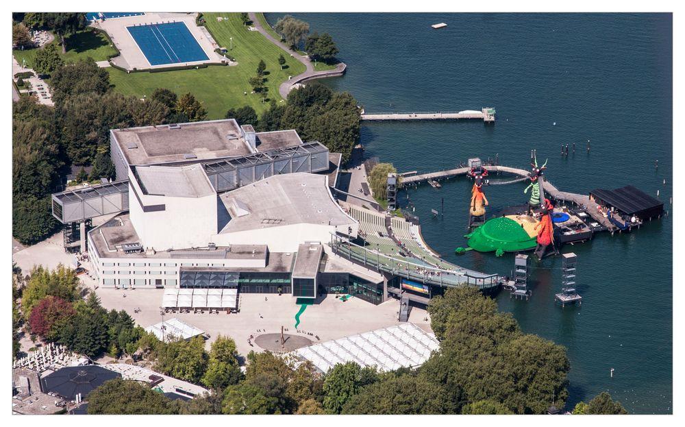 Die Bregenzer Seebühne von oben