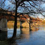 Die Brücke am fluss