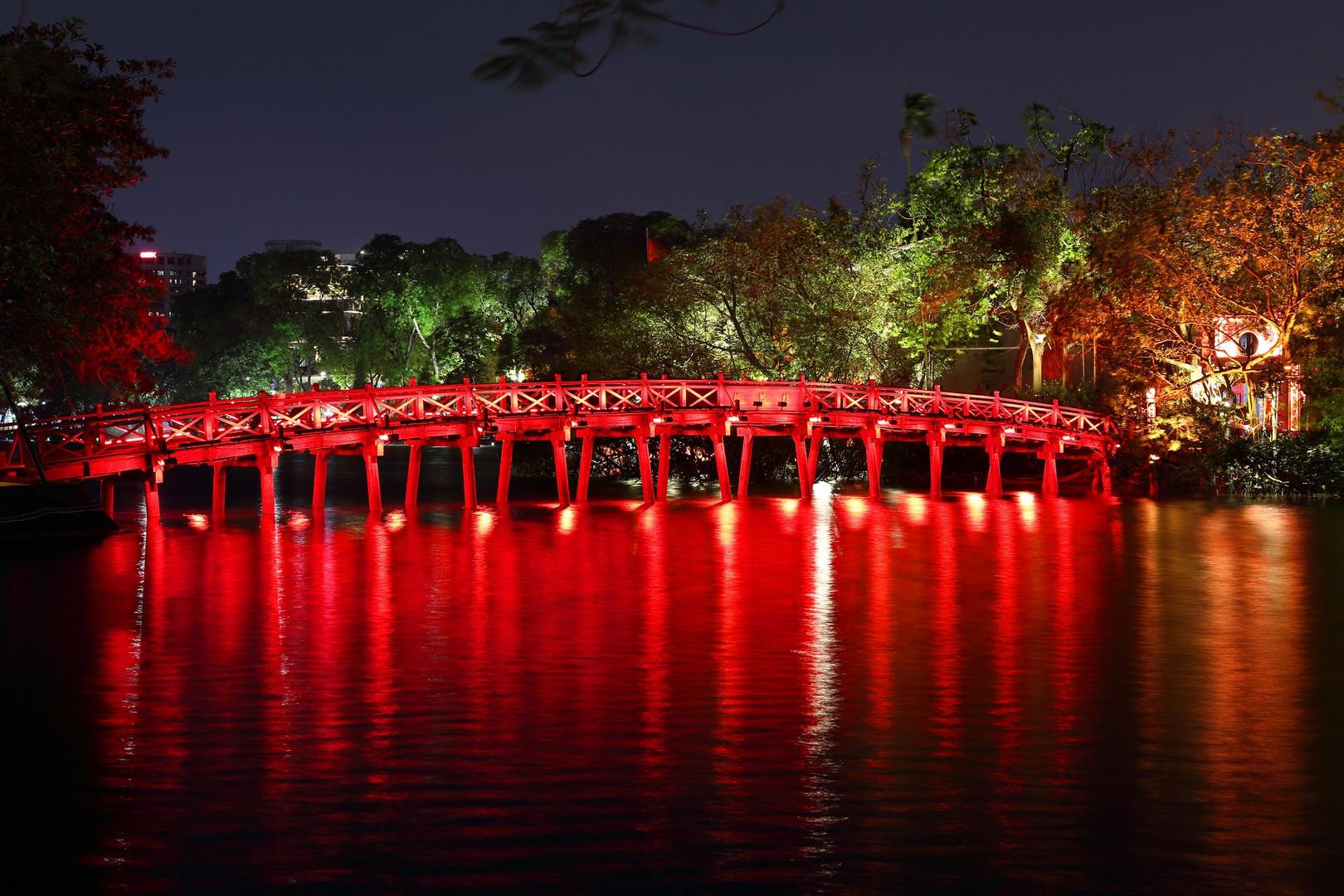 Die Brücke am Ho Hoan Kiem See.
