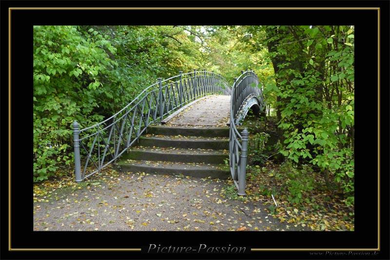 Die Brücke im Park