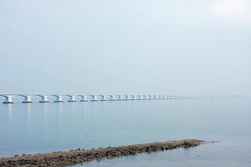 Die Brücke ins Nichts...